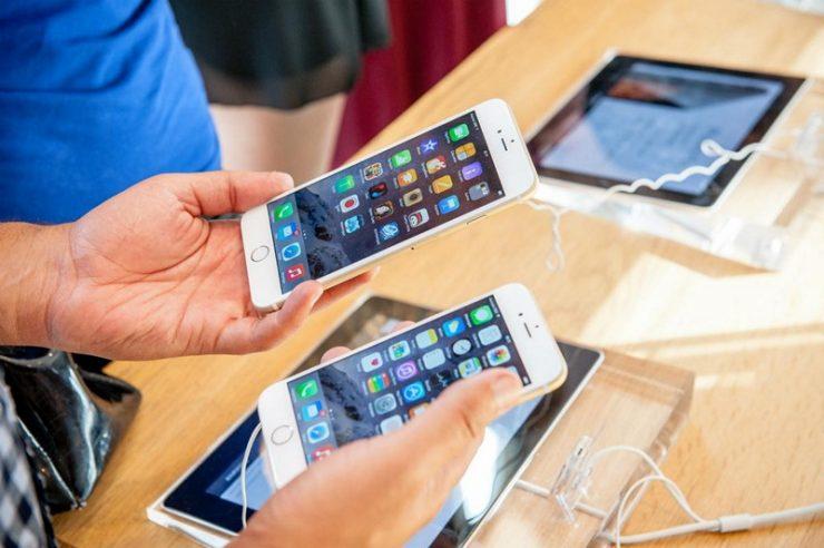 """Рекламные бюджеты стагнируют, а """"корзина смартфонов"""" дешевеет"""
